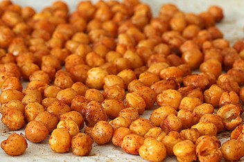 roasted-chickpeas-on-baking-sheet